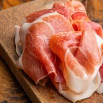 肉料理からタパス・パスタ等豊富なお料理メニュー