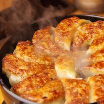 あふれる肉汁と香ばしさ♪【博多一口鉄板餃子】