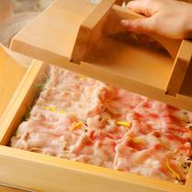 京町名物の蒸篭蒸し 厳選素材を野菜の水分で蒸し焼きに