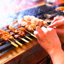 今井屋職人「焼方人」が絶妙に焼く、絶品焼き鳥。