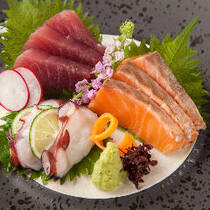 新鮮な旬の魚のお刺身もご用意しております。