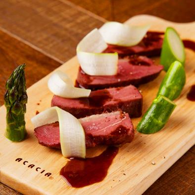 肥育鴨胸肉のロースト 本日のソース