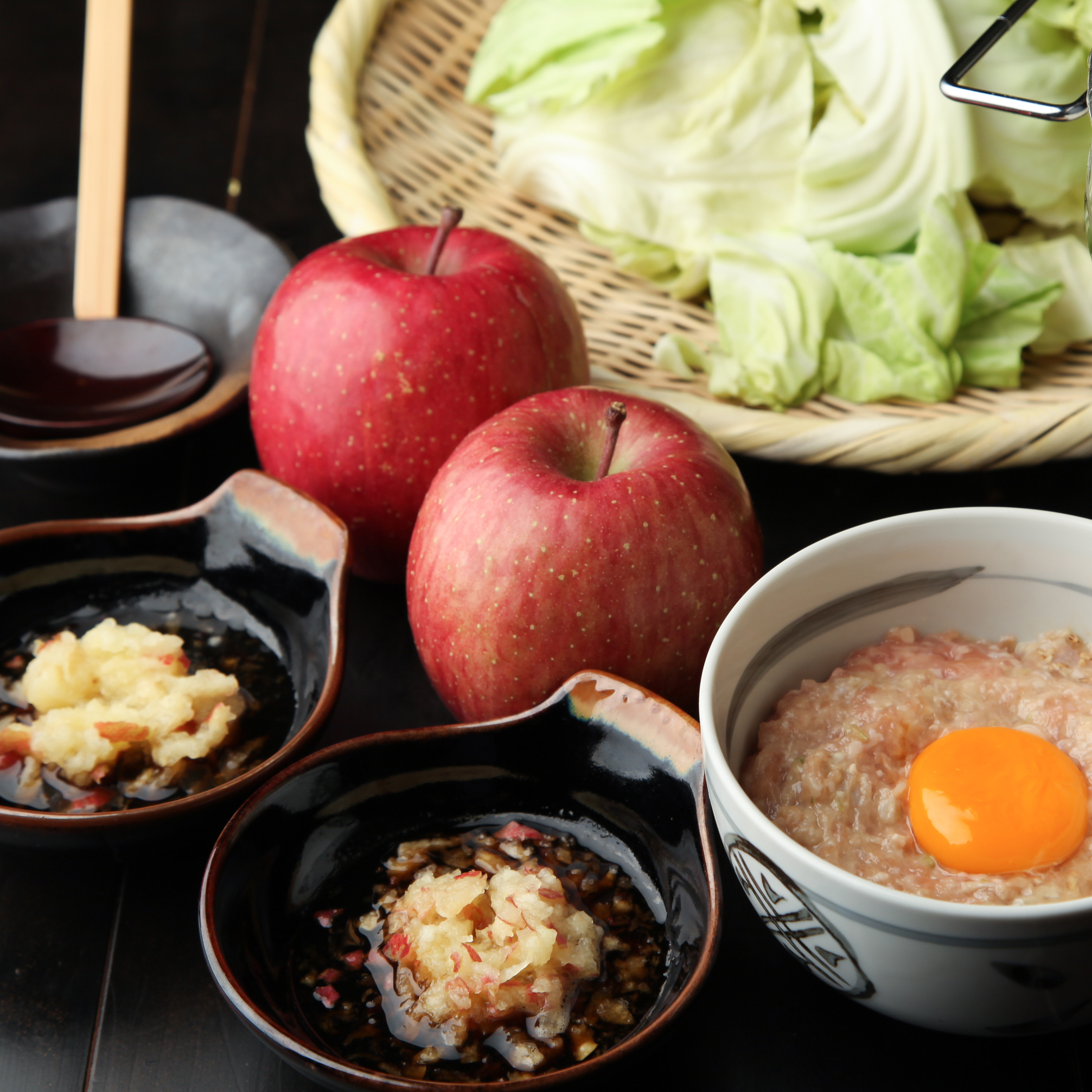 自家製擦り卸しりんごポン酢で食べるだんご鍋