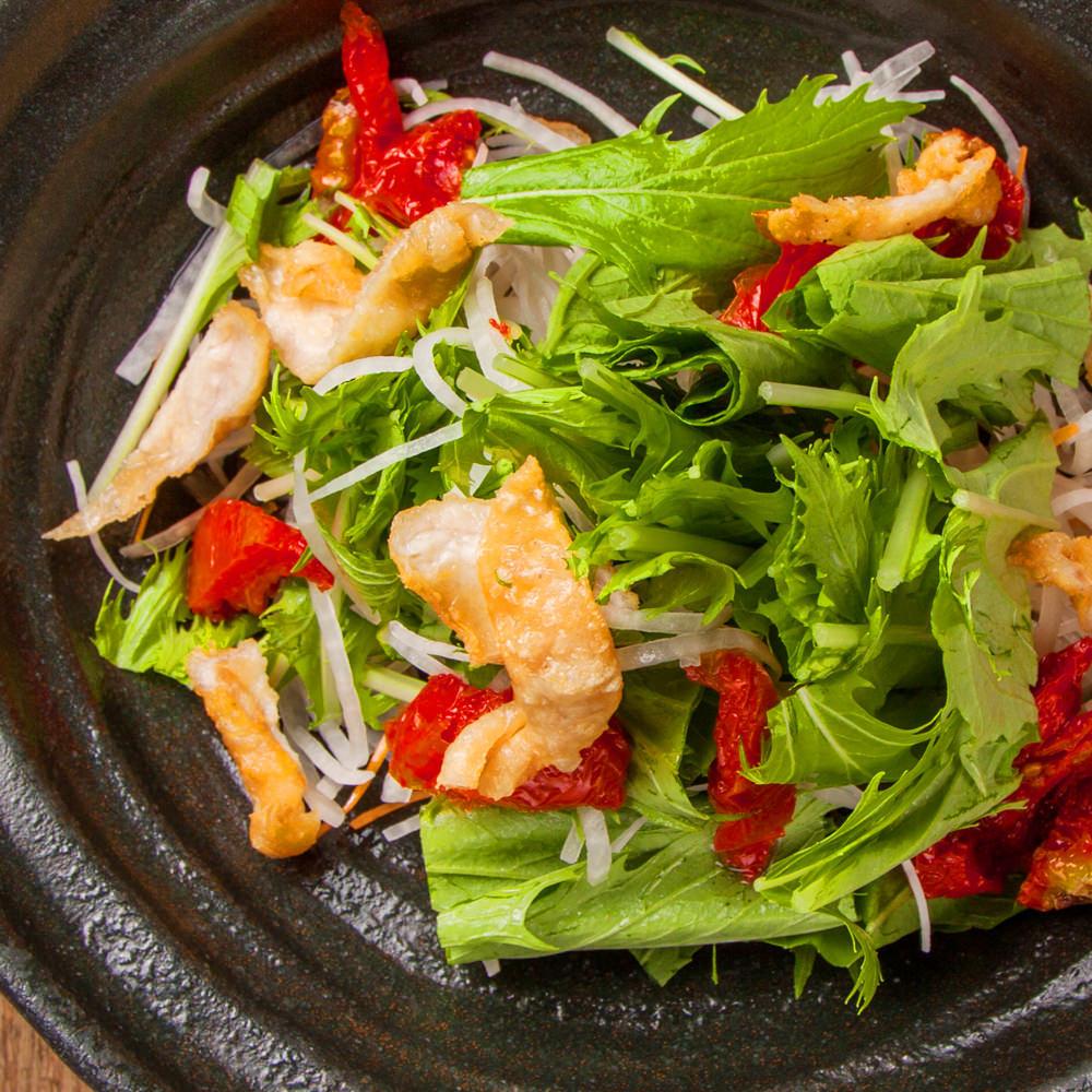 鶏皮と水菜のはりはりサラダ