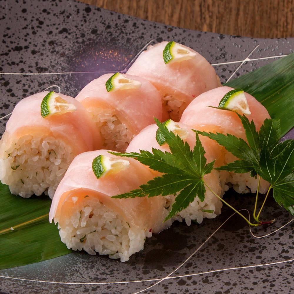 つくば鶏と梅酢大根の棒寿司