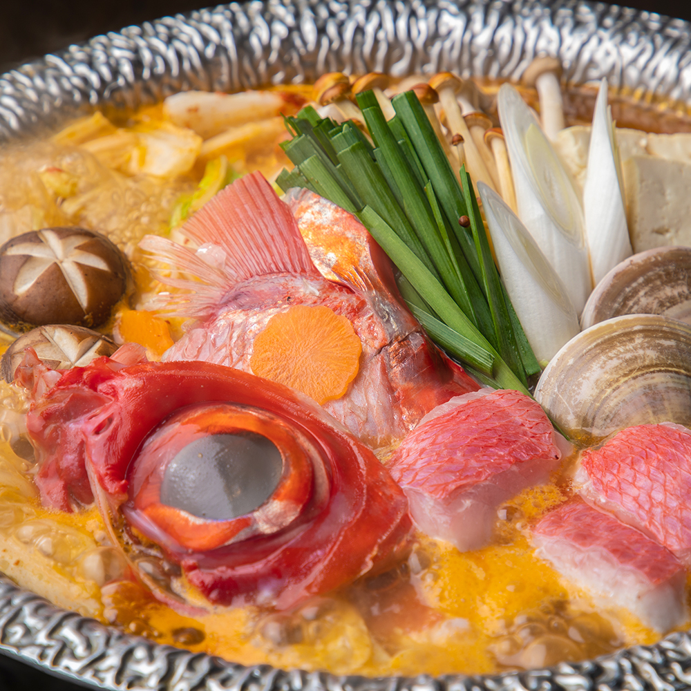 金目鯛と新鮮魚介の海鮮うまみ辛鍋