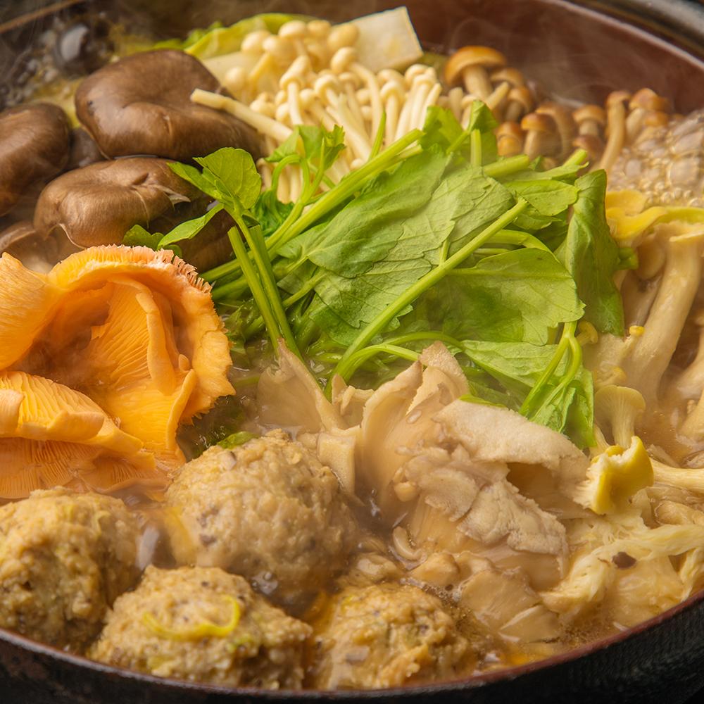 特製手作り肉団子の彩りきのこ鍋