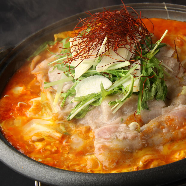 豚肩ロースと挽肉の 坦々餃子鍋
