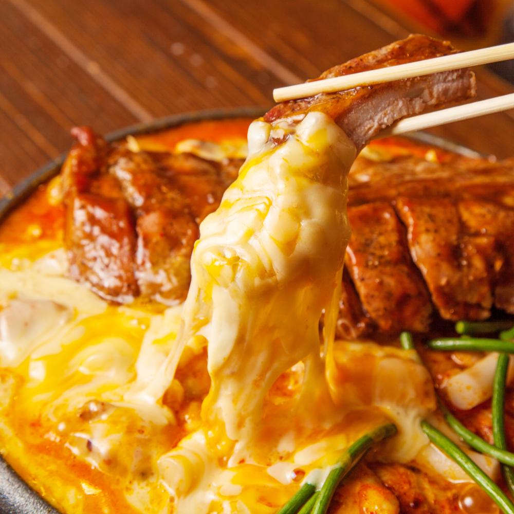 バックリブとチキンの蒸し焼きチーズ鍋~チーズトゥンタッカルビ鍋~