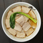 醤油ホワイトチャーシュー麺