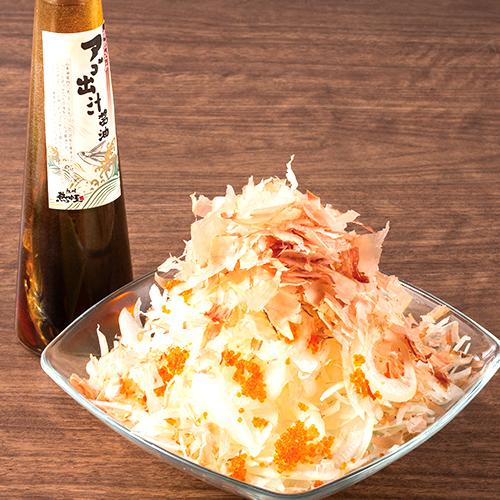 オニオンスライスと鰹節のぶっかけアゴ出汁醤油