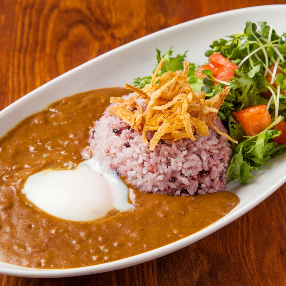 五穀米の温玉ビーフカレー