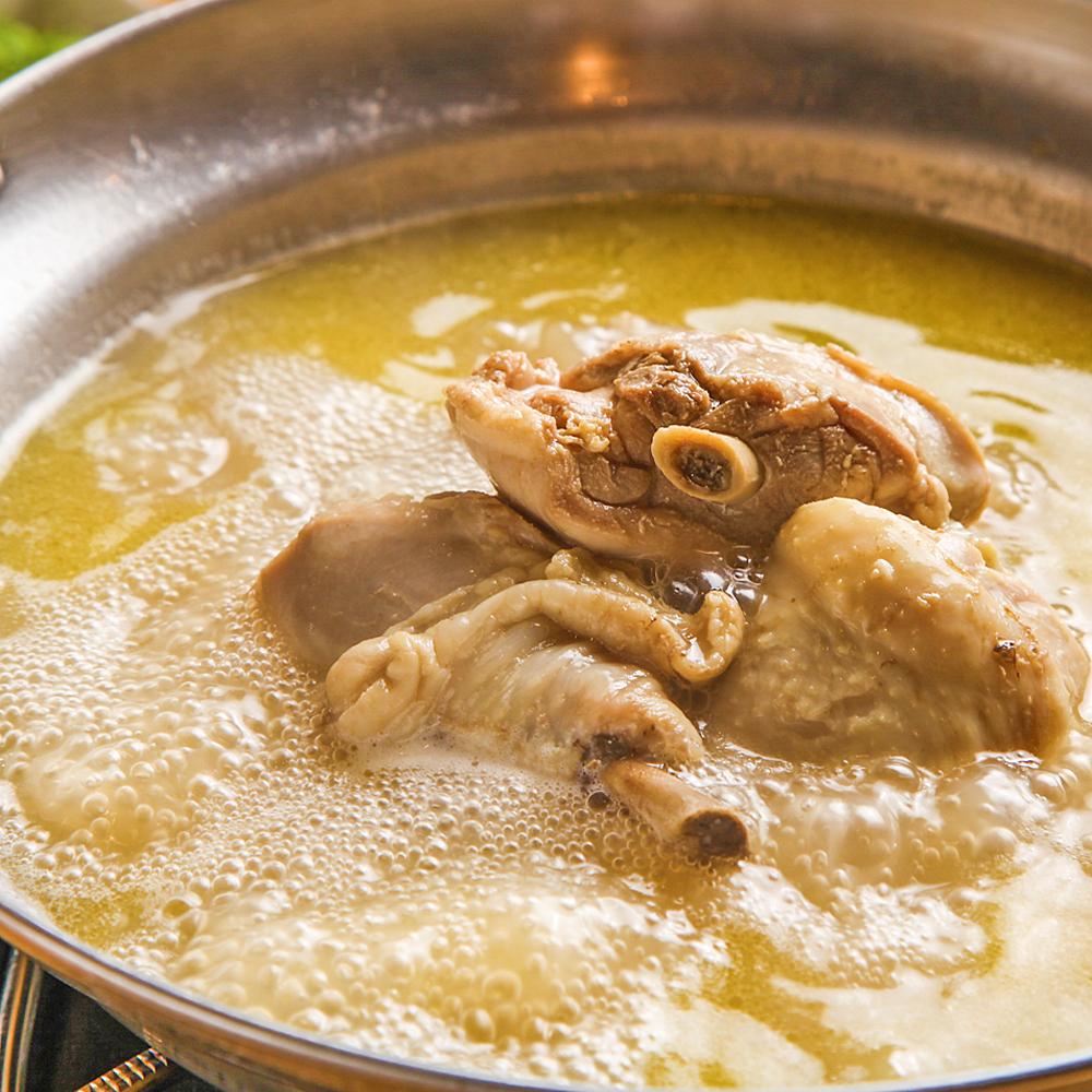 博多水炊き鍋 骨付き鶏肉と濃厚白濁スープ仕立て