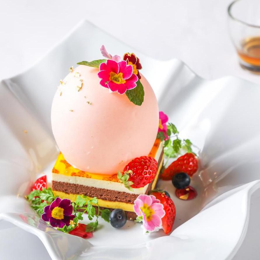 チョコレートドームに隠されたオレンジショコラとバニラアイス~イースターエッグ仕立て~