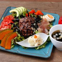 『お腹いっぱいになる肉サラダ』