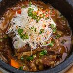 牛タンと一丁豆富の石焼き煮込み