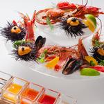 シーフードオーシャンプラッター ~オマール海老・生雲丹・赤海老・ムール貝・タラバ蟹と5種のソース~