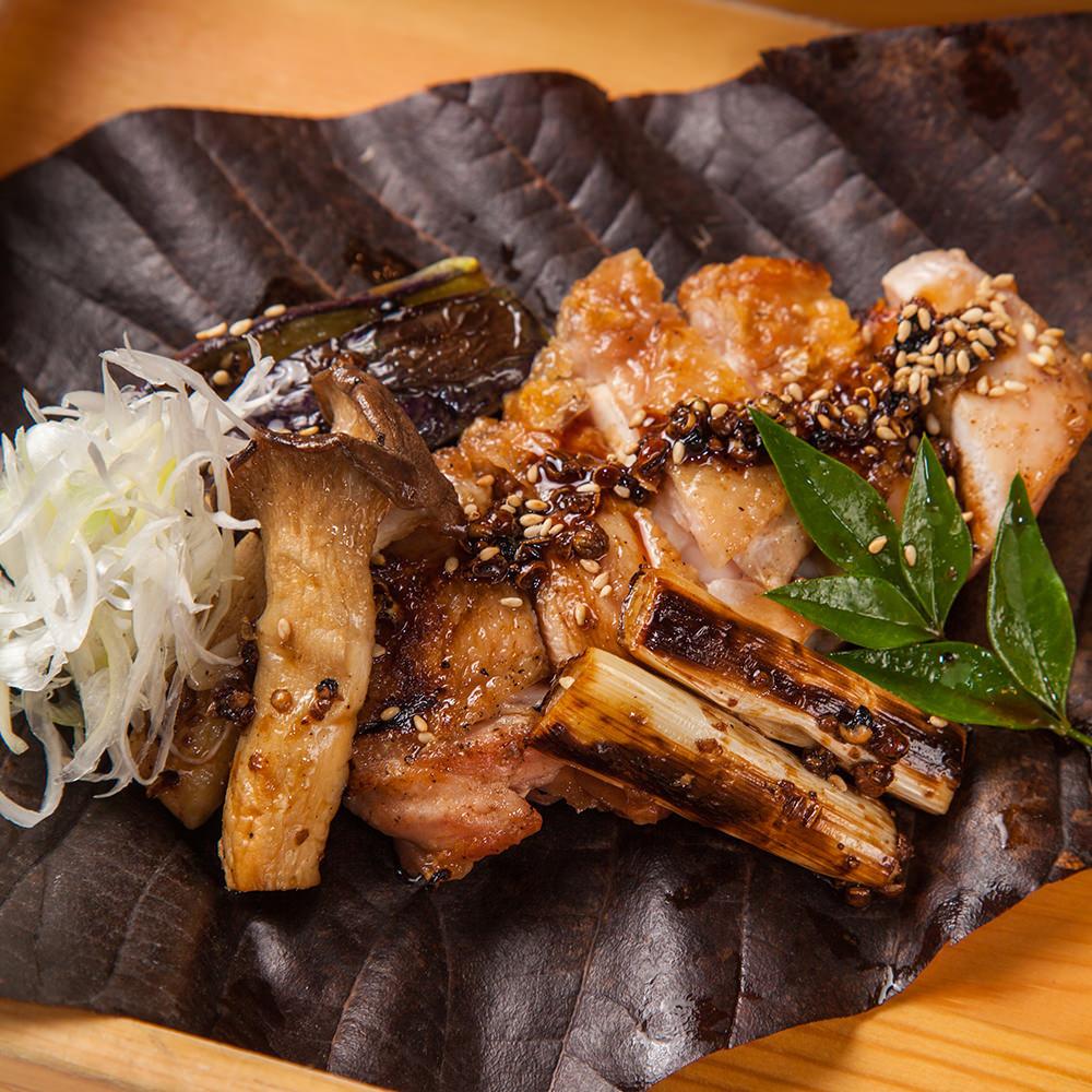 つくば鶏もも肉と秋野菜の有馬山椒焼き ~朴葉包み~