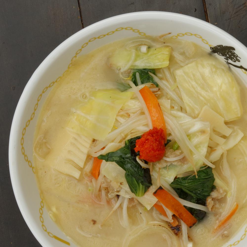 柚子胡椒香る野菜の鶏もみじ白湯ラーメン