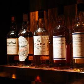 60種以上の赤白ワインとボトラーズウイスキーの取り揃え!