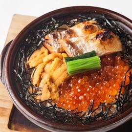 雲丹と鮭イクラの土鍋めし  ~魚醤の香り仕立て~