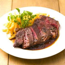 アンガス牛のステーキフリット 赤ワインとローストガーリックのソース