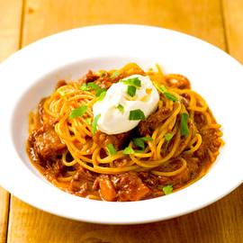 じっくり煮込んだビーフラグーソースとマスカルポーネチーズのスパゲティ