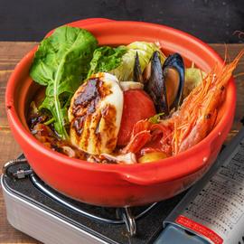 丸ごとトマトとモッツァレラチーズの焦がしガーリックトマト鍋