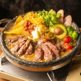 厚切り牛ステーキの石焼メキシカンチーズ鍋
