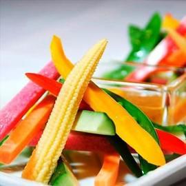 彩り野菜のスティック アンチョビ味噌添え