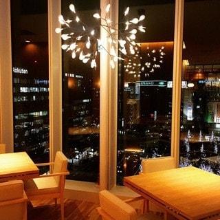 夜景の見える窓側席